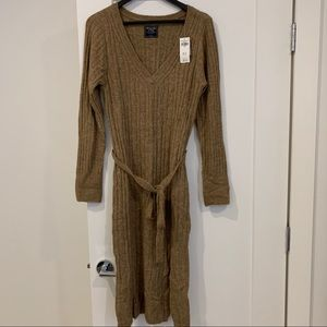 Abercrombie & Fitch Sweater Dress. NWT